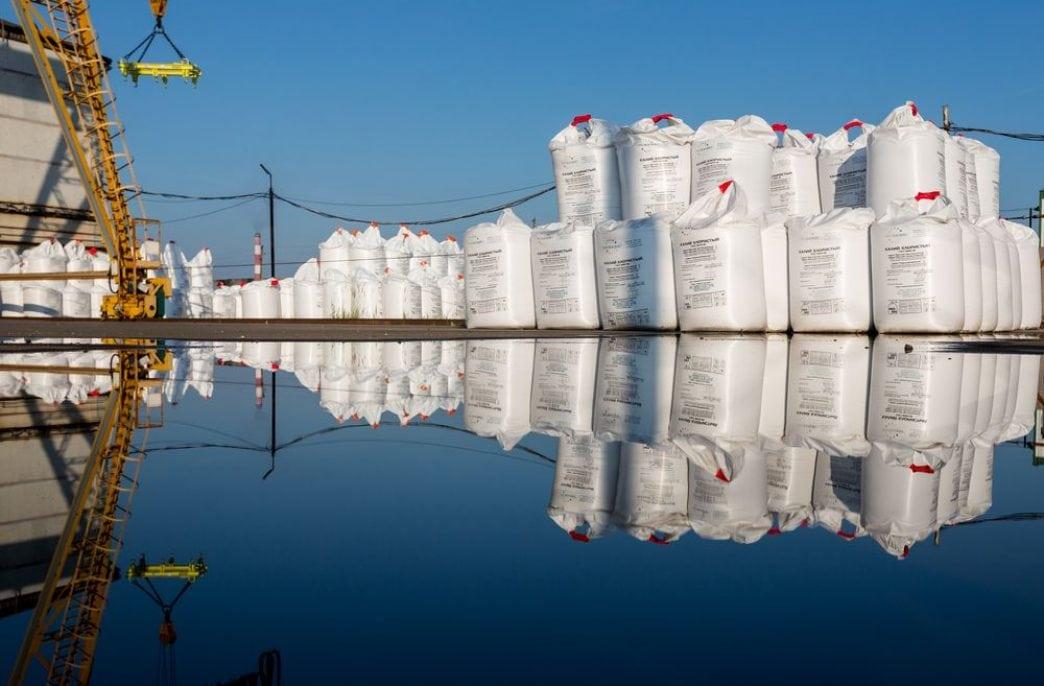 Аналитики UBS повысили прогнозную цену и рекомендацию по бумагам «Уралкалия»