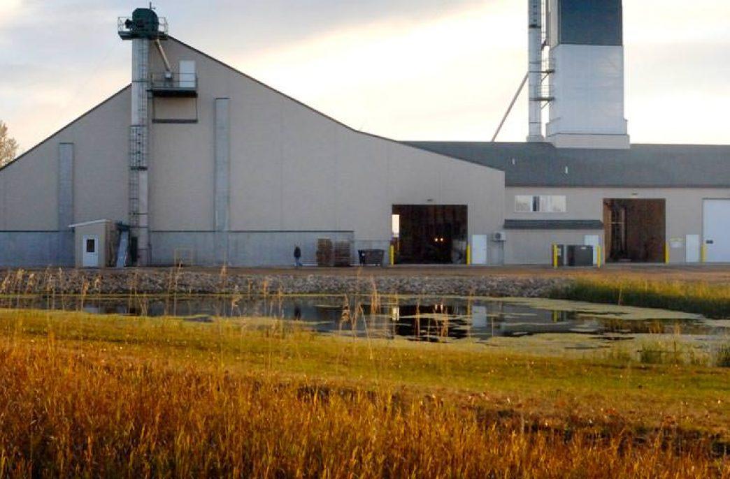 Жители города Винчестер жалуются на неприятный запах от местного завода по производству удобрений