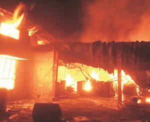 В Индии сгорел завод