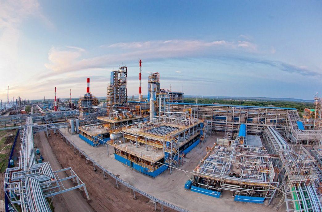 «Газпром нефтехим Салават» продал почти 290 тыс. тонн карбамида
