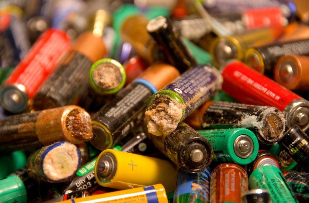 Tracegrow научилась превращать батарейки в удобрения