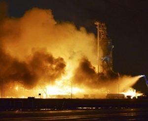 В США молния сожгла завод удобрений