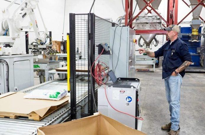 Skagit Farmers Supply заменяет людей роботами