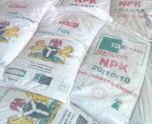 В Нигерии запретили покупать удобрения за доллары