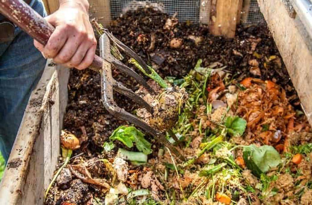 Как ускорить созревание компоста: препараты-ускорители, состав, сроки, полезные секреты