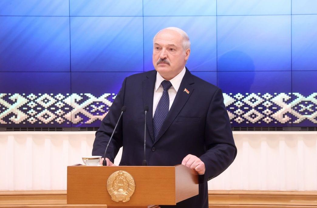Александр Лукашенко нашел способ избежать санкций
